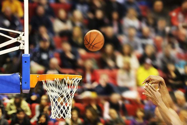 การเคลื่อนไหวแบบซิงโครนัสของผู้เล่นบาสเกตบอลมืออาชีพอาจช่วยให้เราทำนายแชมป์  NBA ต่อไป (1)