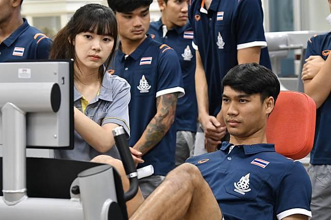 """ทัพ""""ช้างศึก""""ทีมชาติไทยที่จะไปลุยศึกซีเกมส์ได้ทำการทดสอบร่างกายก่อนที่จะออกไปลุยศึกใหญ่"""