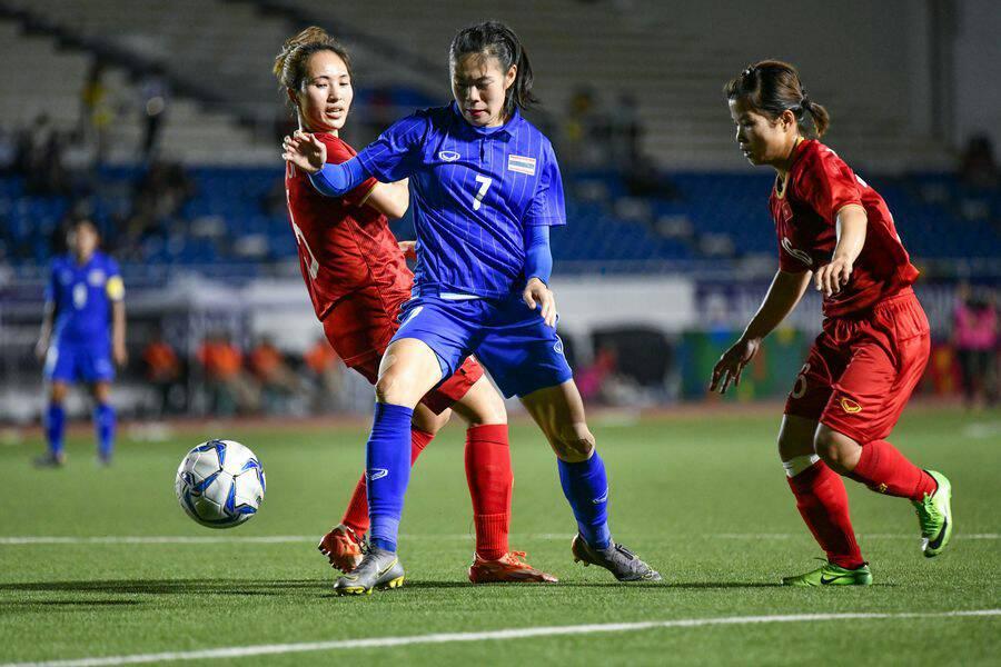 บอลหญิงไทย ชวดเหรียญทอง! เวียดนามยิงช่วงต่อเวลา ซิวเหรียญทอง ป้องกันแชมป์บอลหญิงซีเกมส์